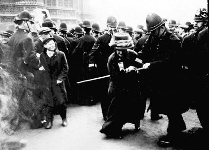 1903 les suffragettes passent l action directe. Black Bedroom Furniture Sets. Home Design Ideas